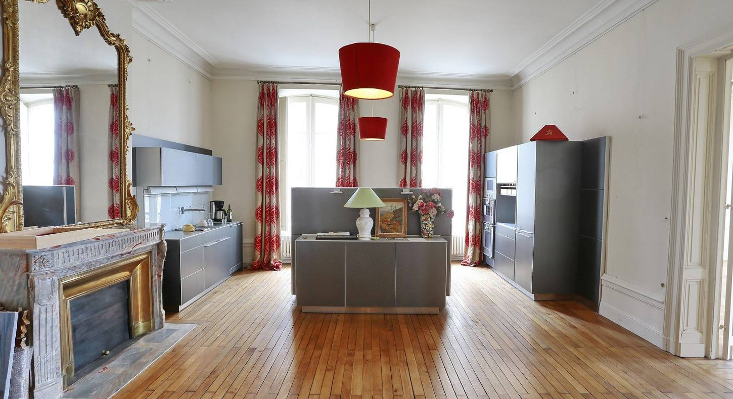For Sale Flat Bordeaux 210 M² 6 Rooms 1 200 000